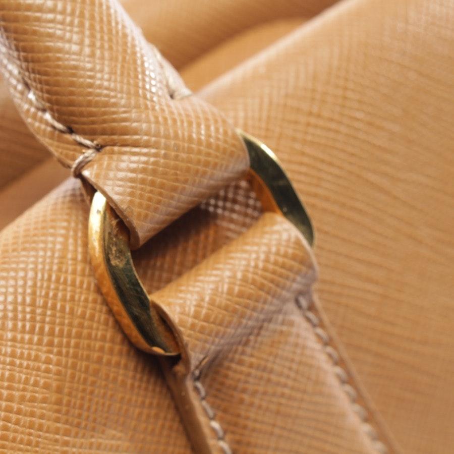 Handtasche von Prada in Karamell