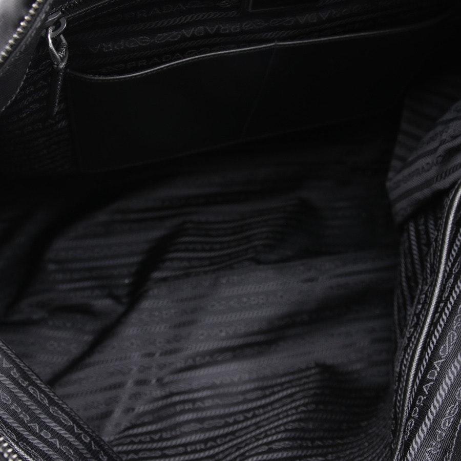Schultertasche von Prada in Schwarz