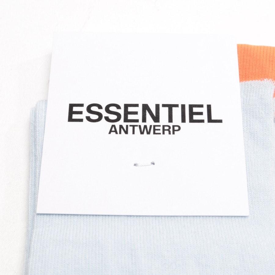 Socken von Essentiel Antwerp in Hellblau und Orange