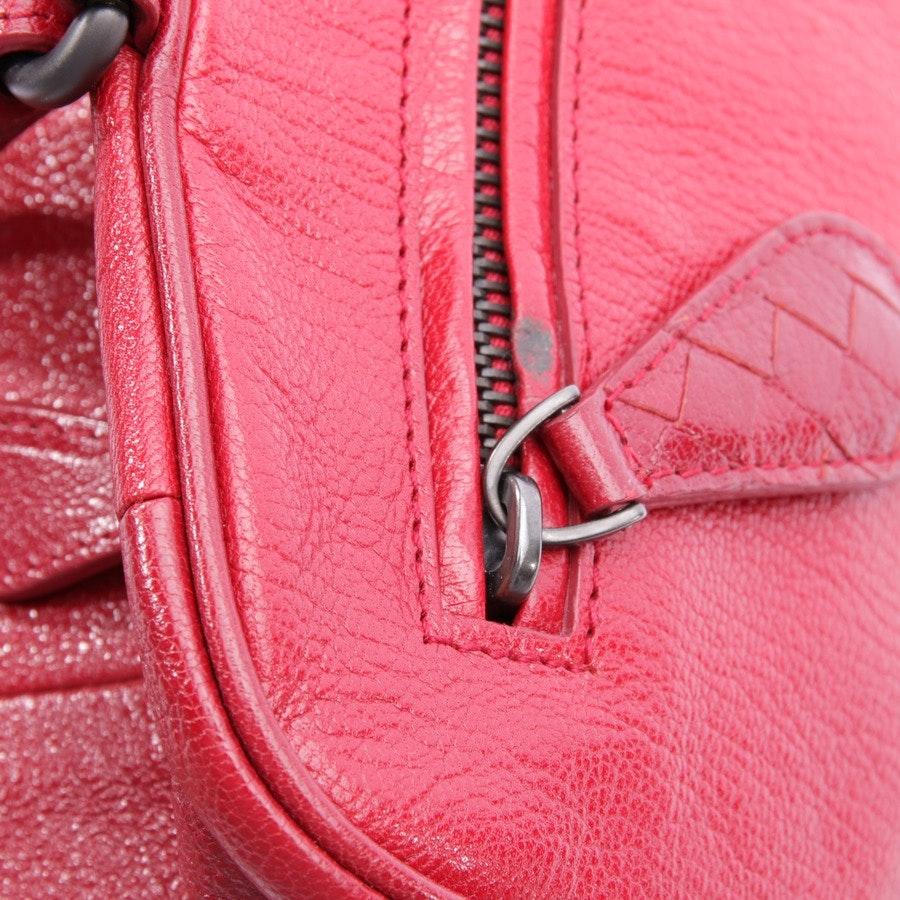 Schultertasche von Bottega Veneta in Rot