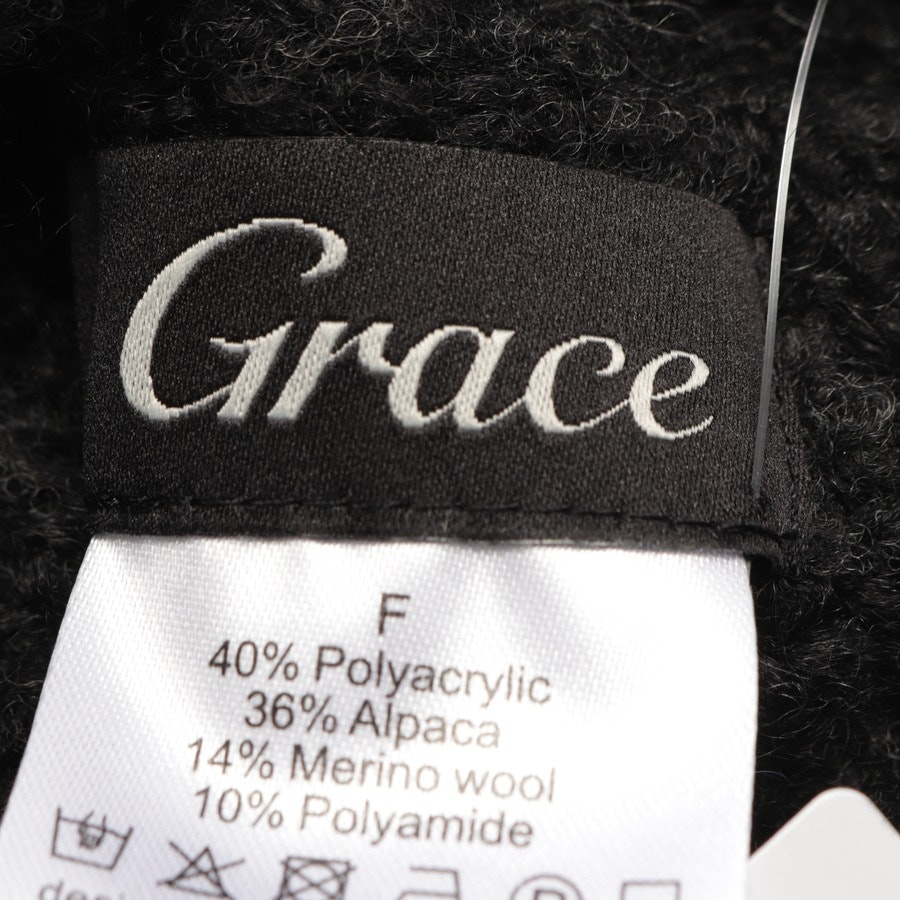 caps from Grace in anthracite size M
