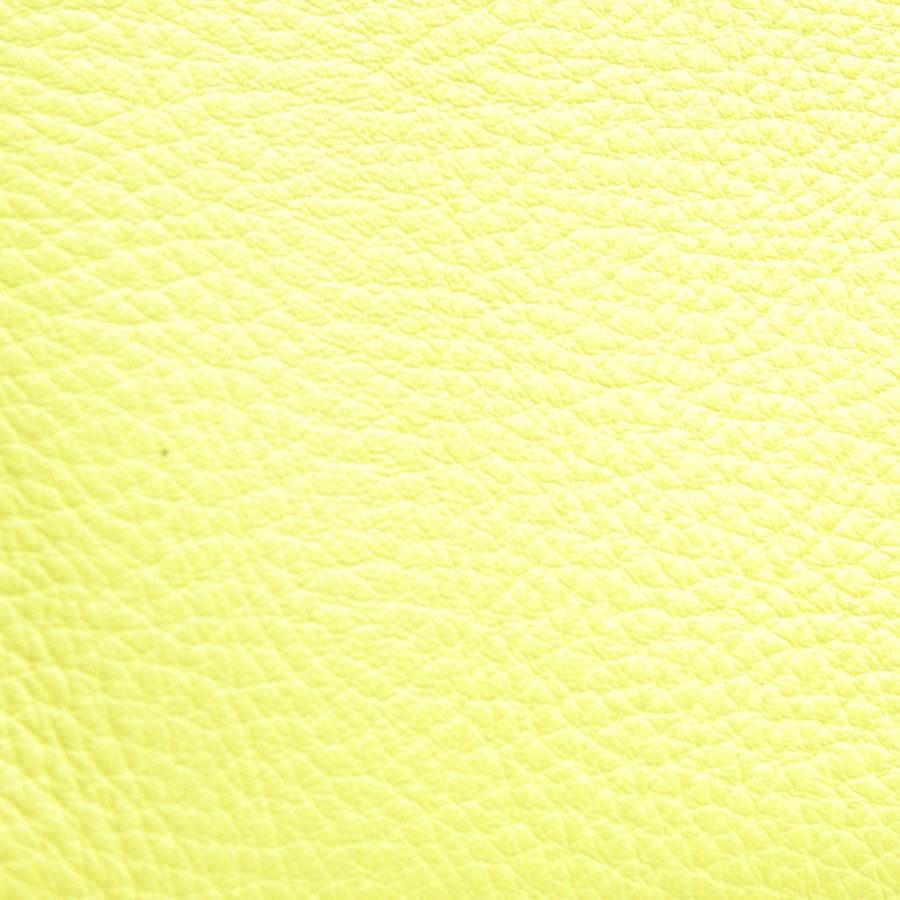 Clutch von Burberry in Neon Gelb