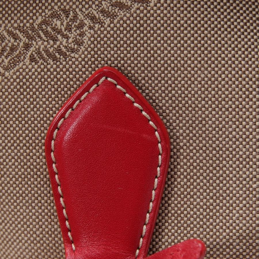 Schultertasche von Prada in Beigebraun und Rot