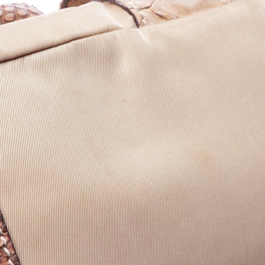 Schultertasche von Prada in Beige und Braun