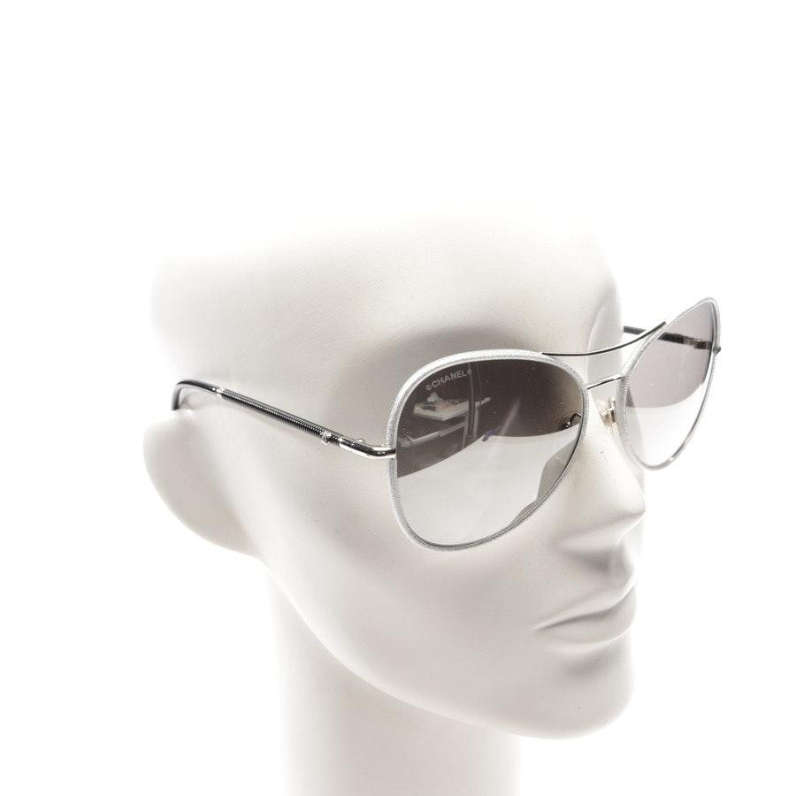 Sonnenbrille von Chanel in Silber und Schwarz - 4227-Q
