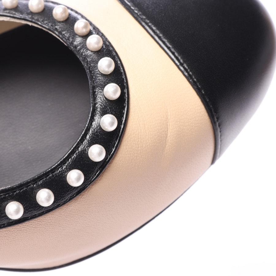 Pumps von Chanel in Creme und Schwarz Gr. EUR 37