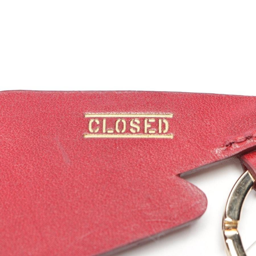 Schlüsselanhänger von Closed in Weinrot