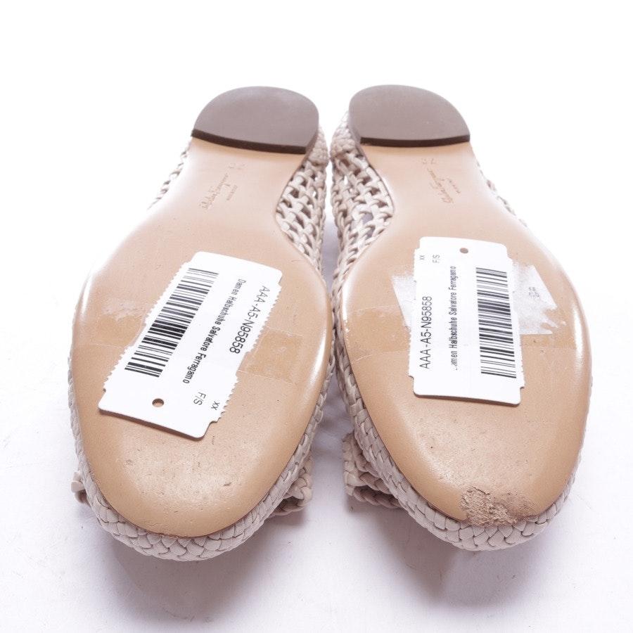 Ballerinas von Salvatore Ferragamo in Beige Gr. EUR 37,5 US 7,5