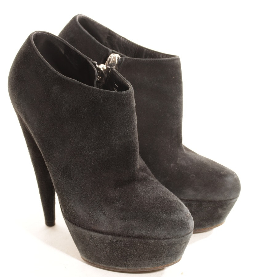 ankle boots from Yves Saint Laurent in black size D 35