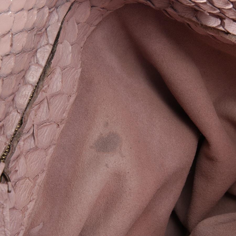 Schultertasche von Bottega Veneta in Altrosa