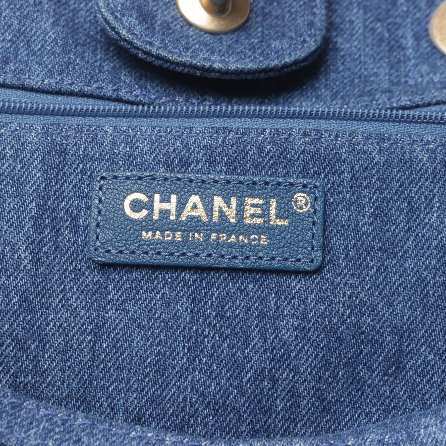 Shopper von Chanel in Blau - Deauville Egyptian Hieroglyph Tote Denim