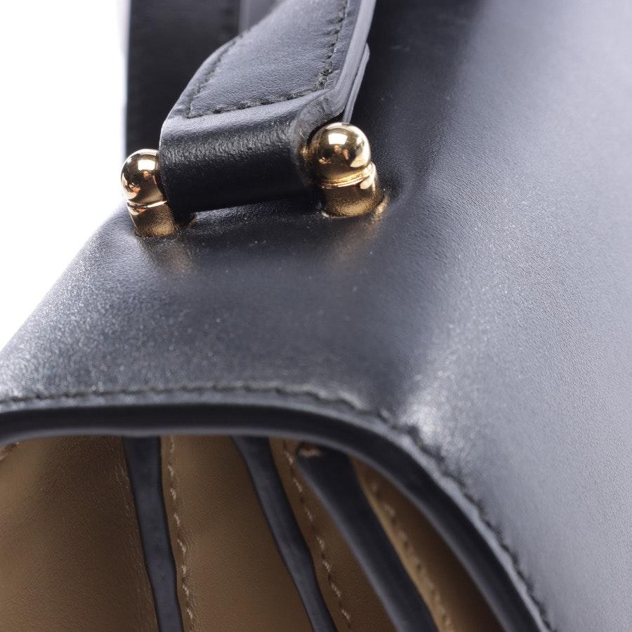 Schultertasche von Gucci in Schwarz und Beige