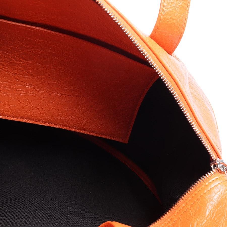 Schultertasche von Balenciaga in Orange - Arena Round Air