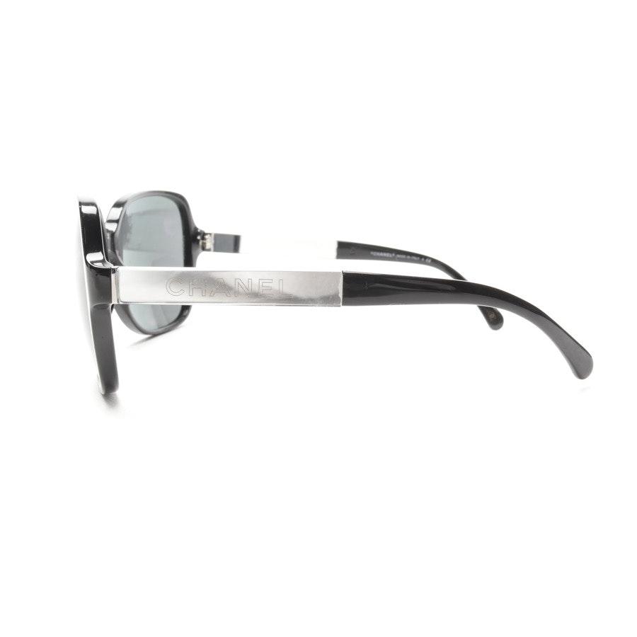 Sonnenbrille von Chanel in Schwarz und Silber 5168