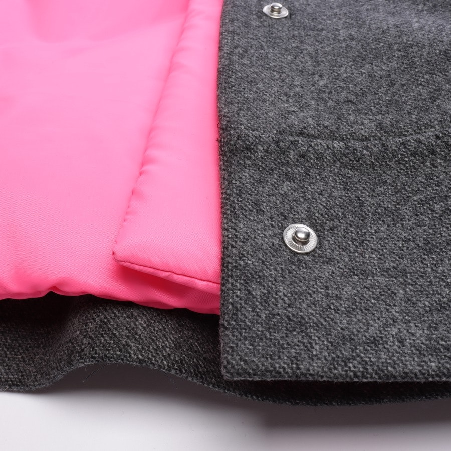 Weste (Outdoor) von Prada in Dunkelgrau und Neon Pink Gr. 32 IT 38