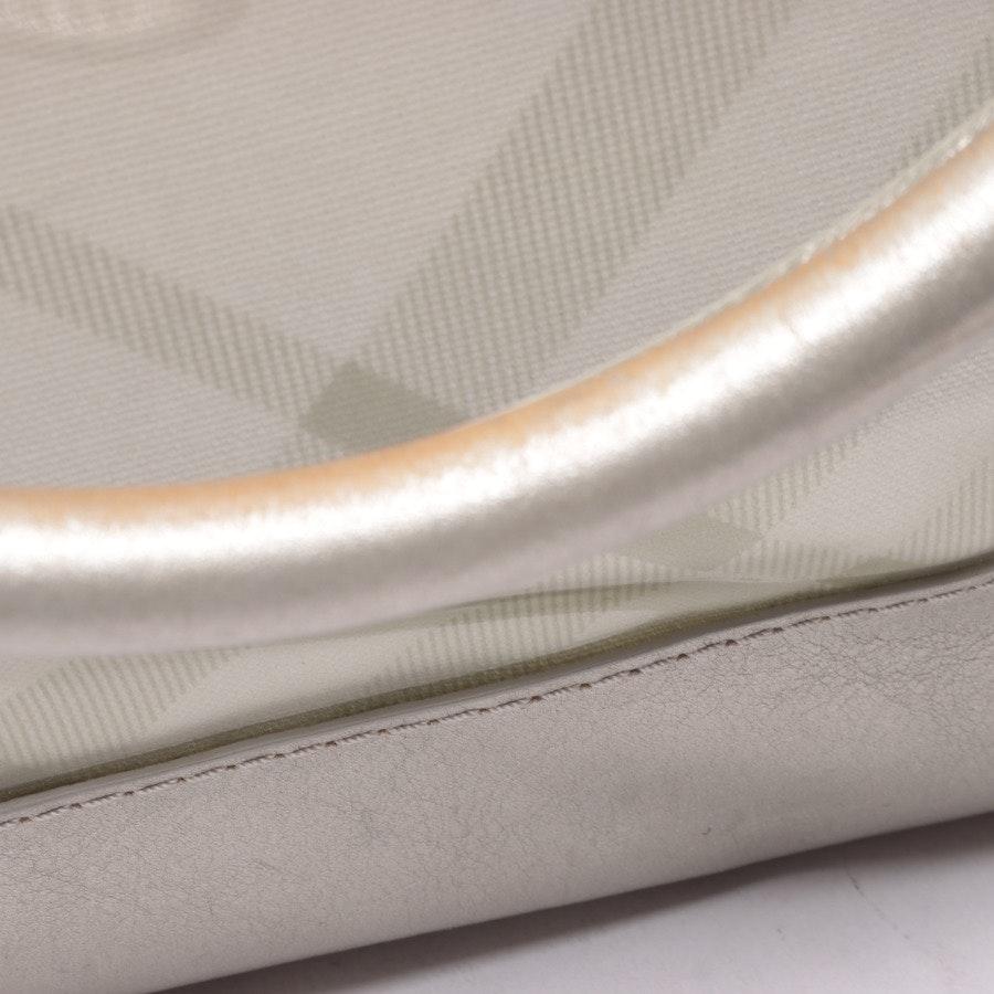 Schultertasche von Burberry in Silber und Beige