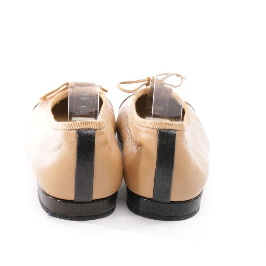 Ballerinas von Stuart Weitzman in Camel und Schwarz Gr. D 36