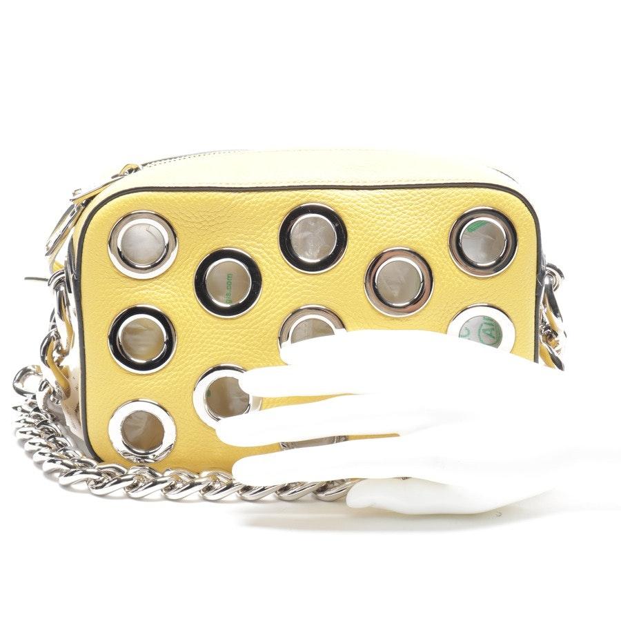 Schultertasche von Prada in Gelb und Silber