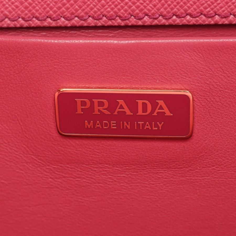 Schultertasche von Prada in Rosa und Braun Neu