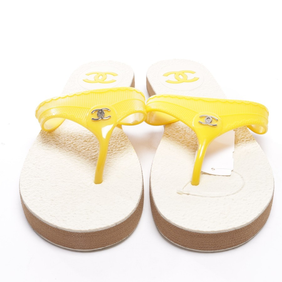 flat sandals from Chanel in Yellow size EUR 41 Neu